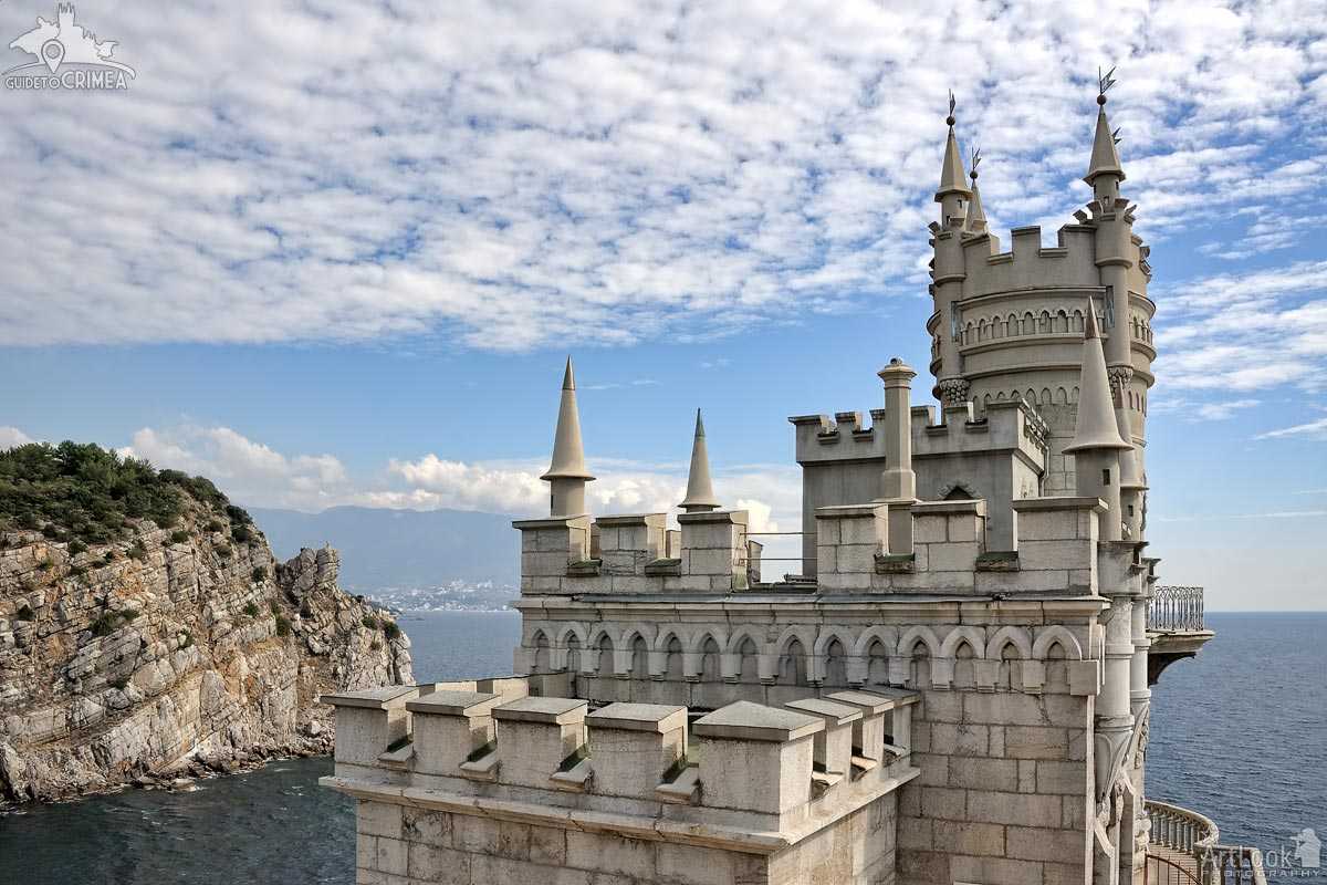 "Sailing in the Sea - Neo-Gothic castle ""Swallow's Nest"""
