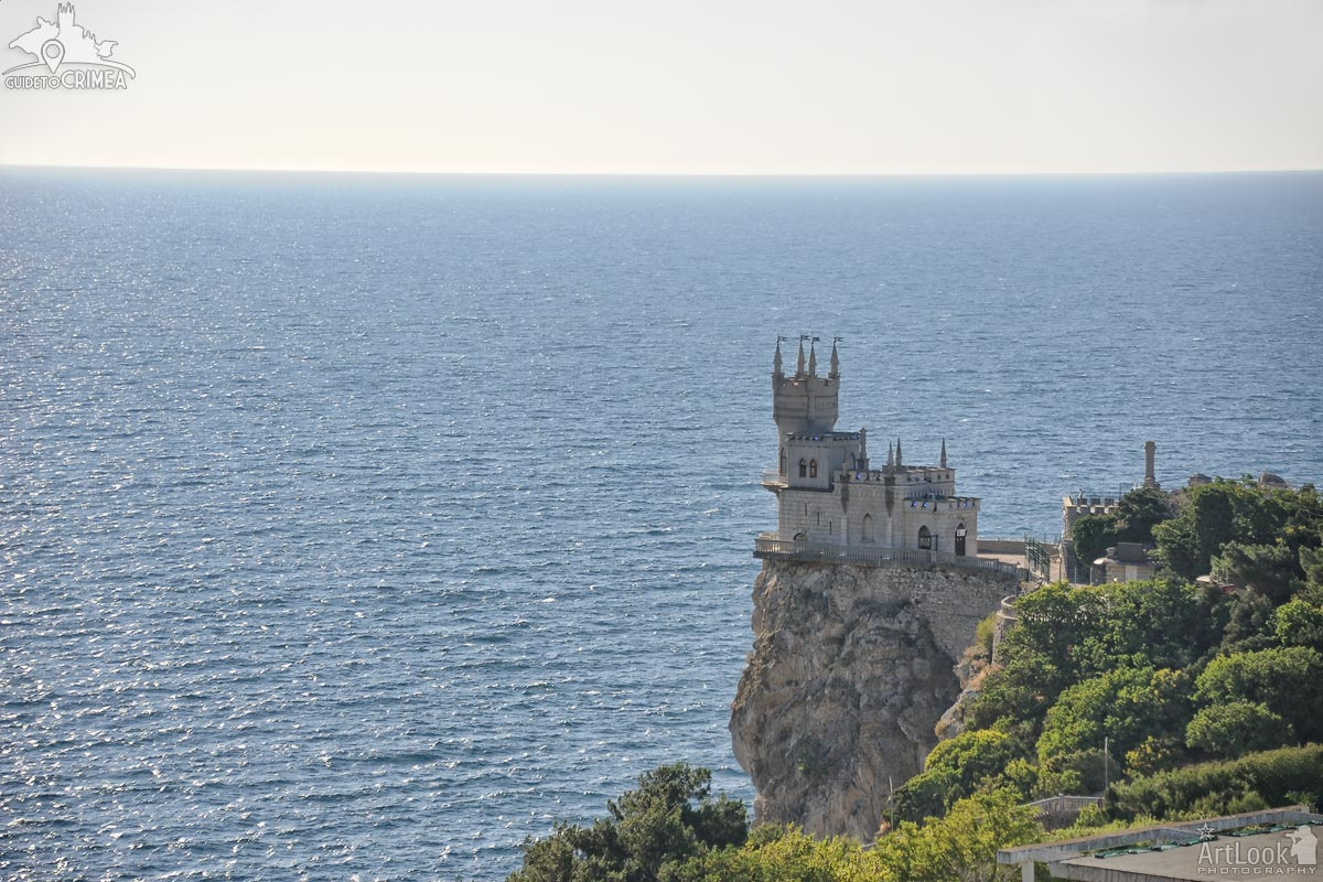 Fairytale Swallow's Nest Castle and the Black Sea in Early Morning