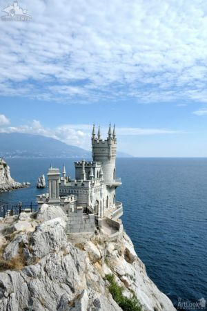 "Neo-Gothic castle ""Swallow's Nest"" on Aurora Cliff, Gaspra"