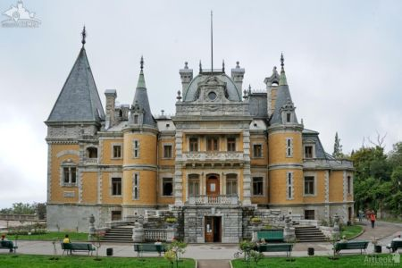 Massandra Palace, Eastern Facade