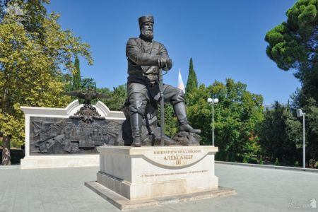 Monument to the Peacemaker Tsar Alexander III in Livadia