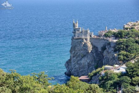 Swallow's Nest Castle on the Aurora Cliff